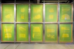 Ana Pérez-Quiroga, BQ#8 Universo Doméstico (Composición), 140 x 100 cm, cuadros de serigrafía, aluminio y red amarilla de poliéster, emulsión Dirasol 915, luz LED, acrílico blanco opaco, 2018