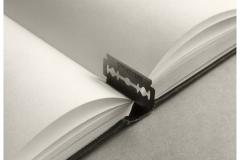 Chema-Madoz-Sin-Título-48-x-48-cm-Fotografía-BN-sobre-papel-baritado-virado-al-sulfuro-Ed.-5-15-2003