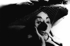 Colita. María Antonia Palauzzi con máscara. Barcelona, 1966.