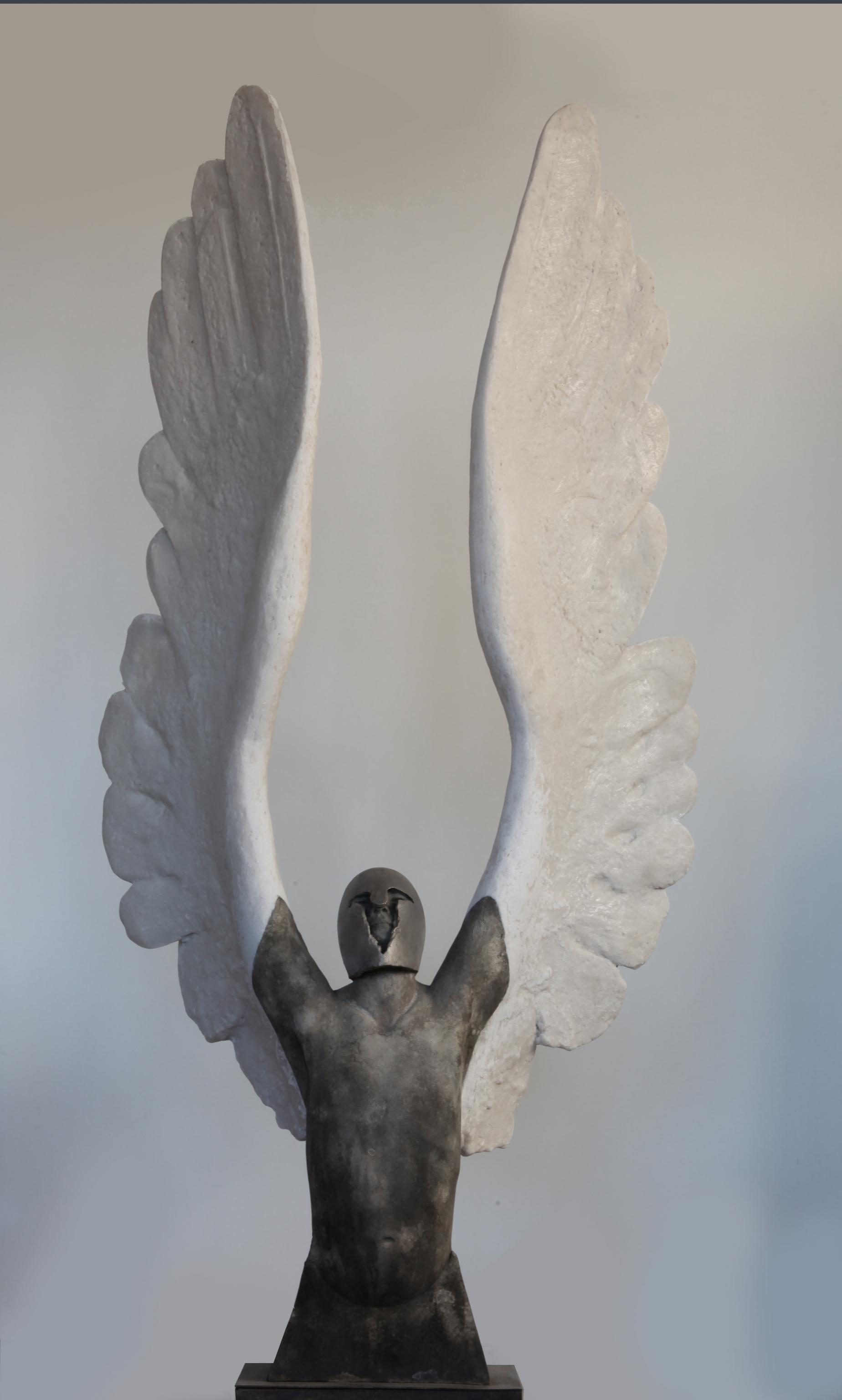 <strong> Jesús Curiá</strong> ÍCARUS - 35 x 135 x 65 cm - Bronce y piedra artificial. Ed 10